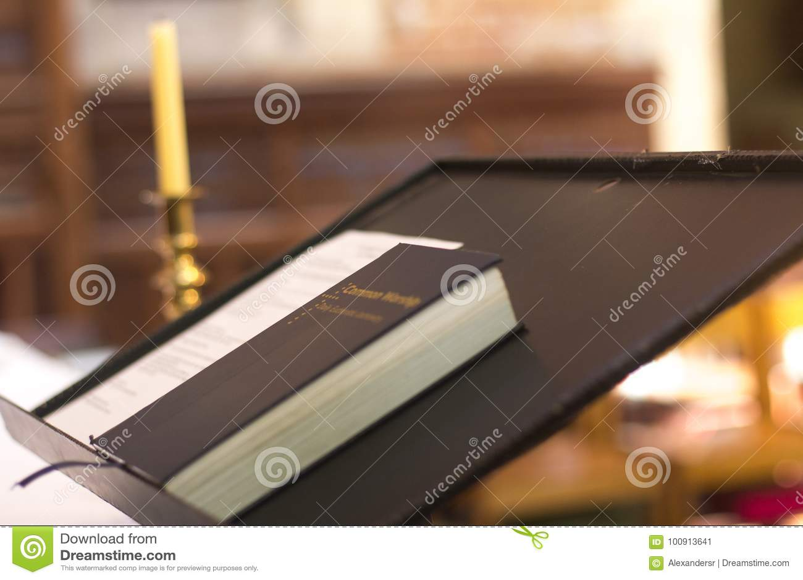 Bibbia santa sulla chiesa cristiana Perth Australia del quadro di comando del piedistallo piacevole