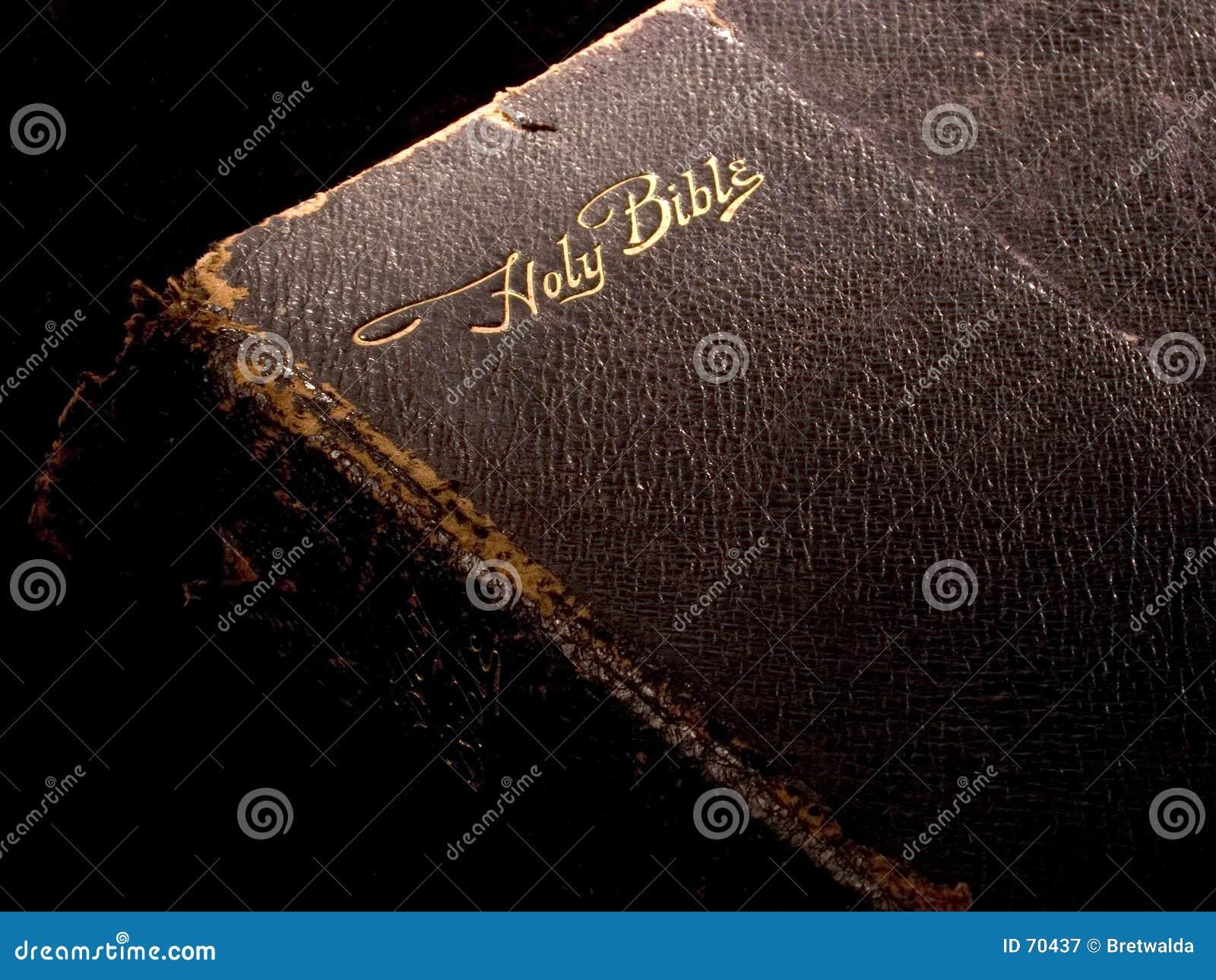 Bibel auf Schwarzem 1