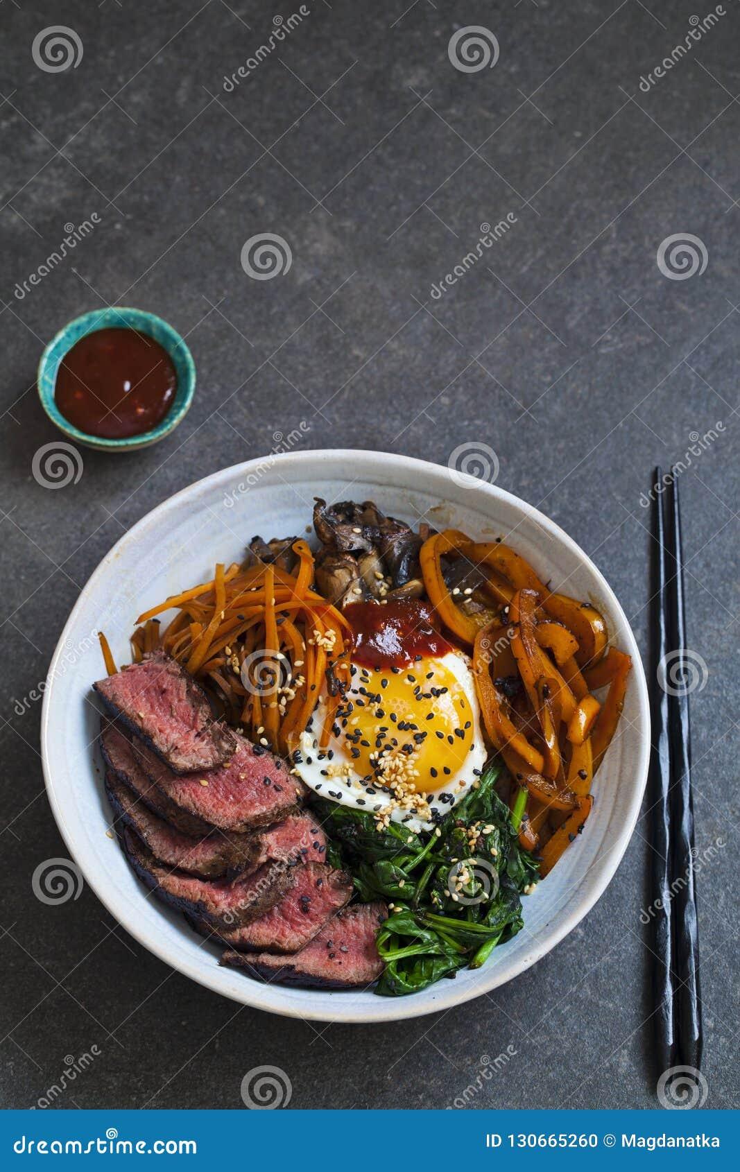 Bibimbap, boeuf coréen et légumes