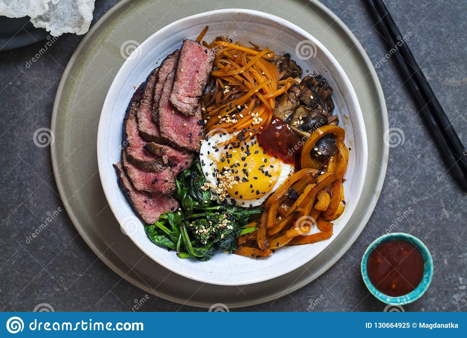 Bibimbap, manzo coreano e verdure