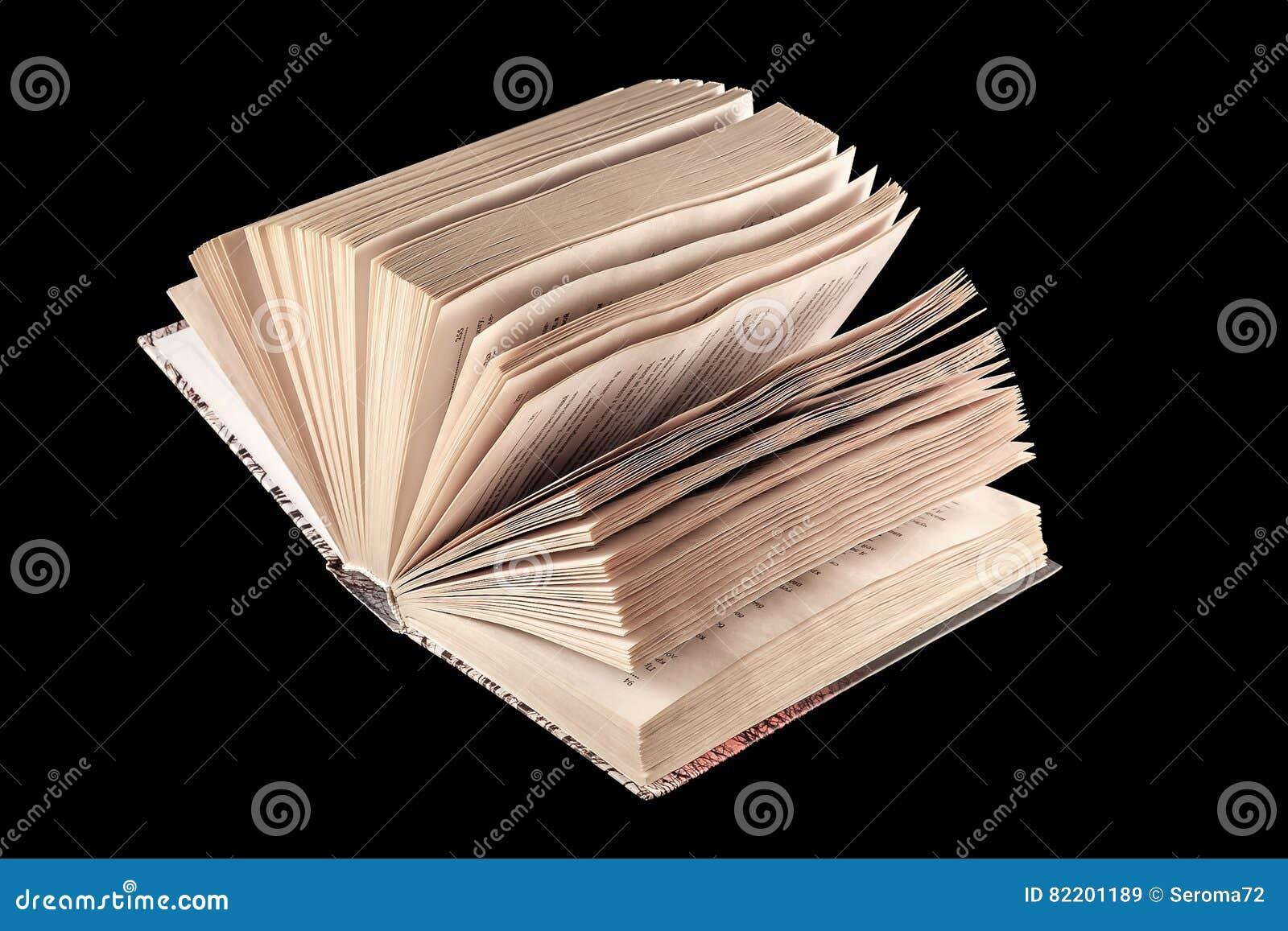 Bible avec le fond noir et le bon espace de copie