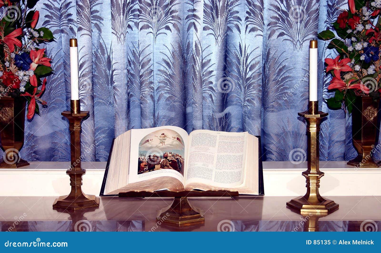 Bible sur le stand
