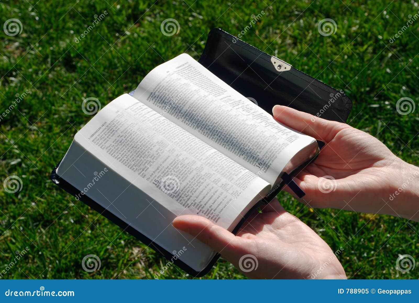 Biblia de la explotación agrícola de la mujer