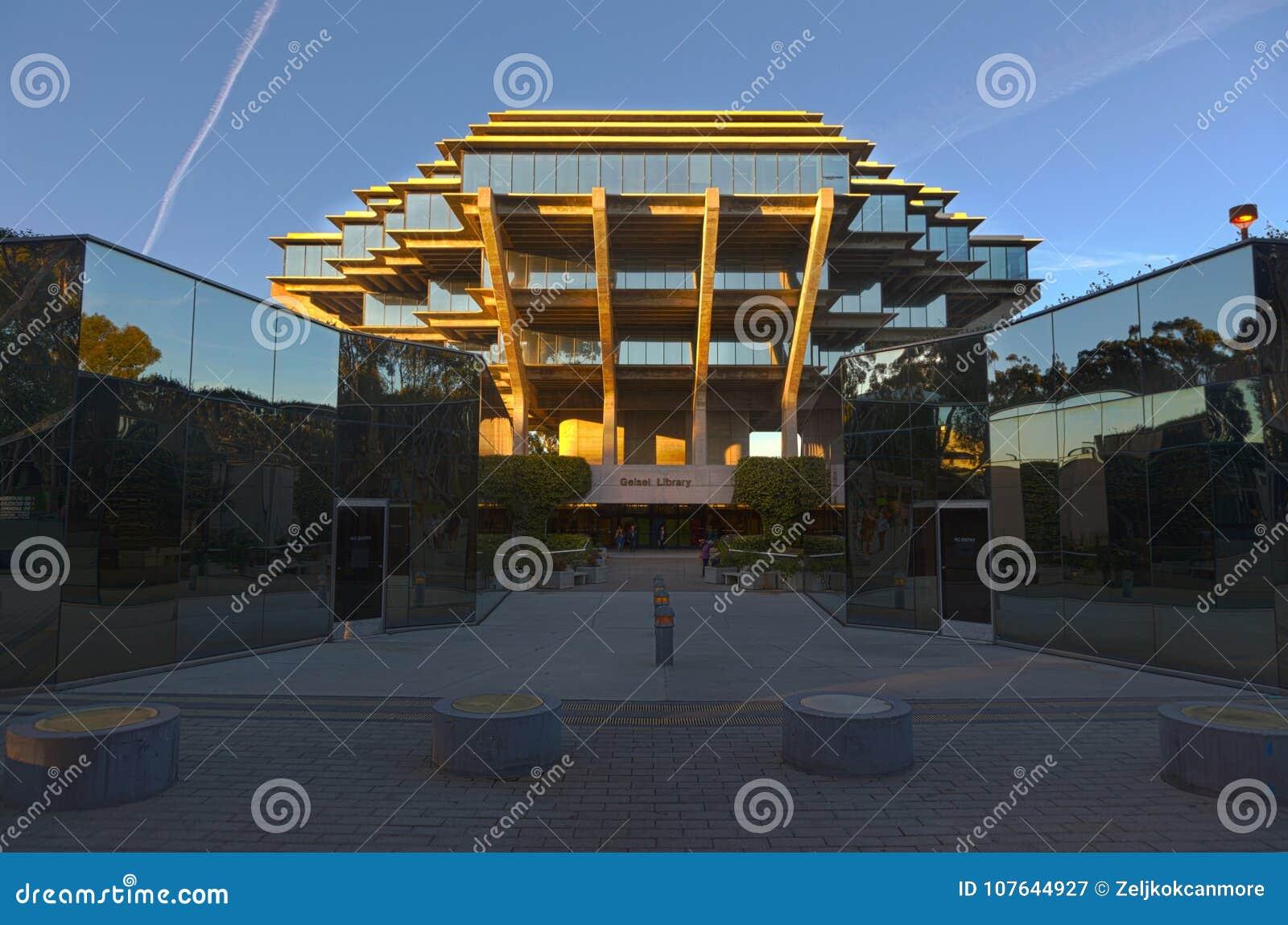 Biblioteca de Geisel no terreno de San Diego UCSD da Universidade da California