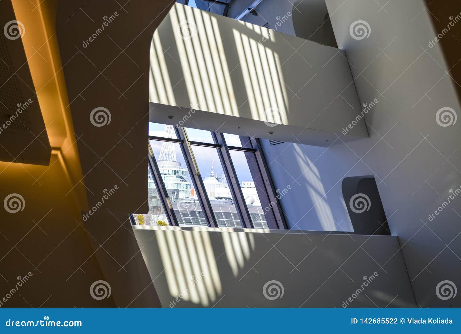 Biblioteca dell università economica Vienna, Austria 1 03 2019 Costruzioni moderne delle forme insolite da vetro e da metallo