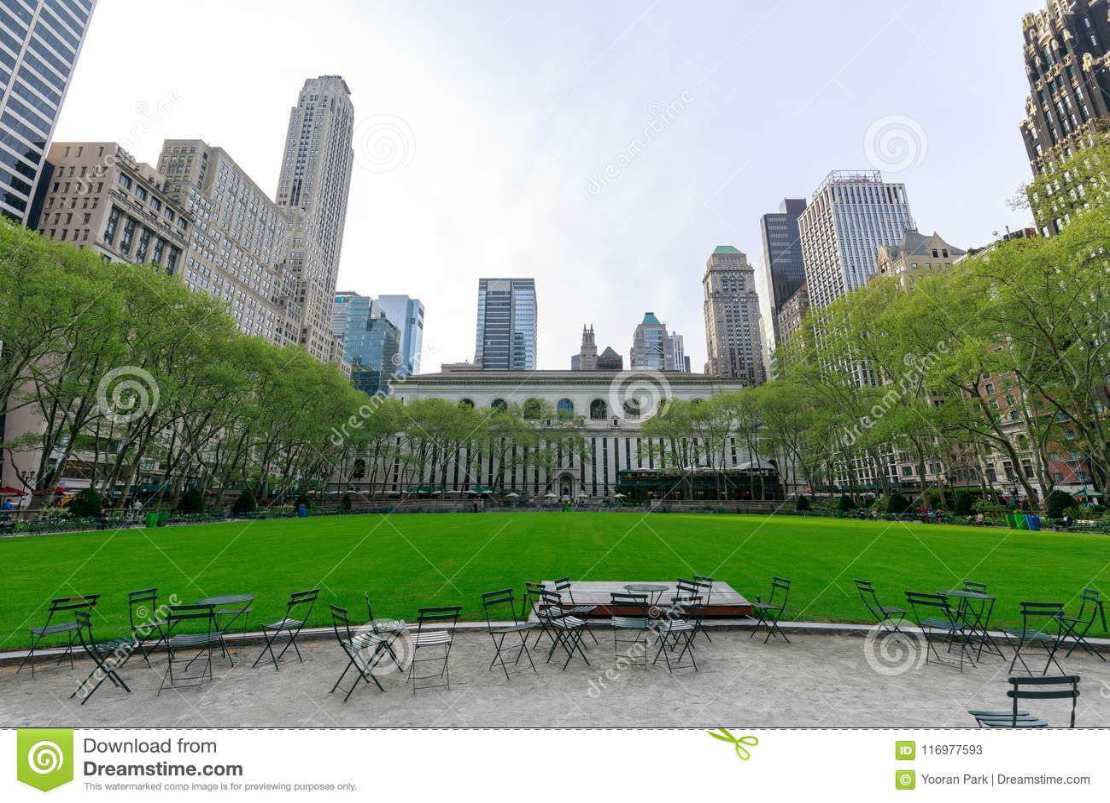 Bibliothèque publique et Bryant Park de New York dans Midtown Manhattan, NYC