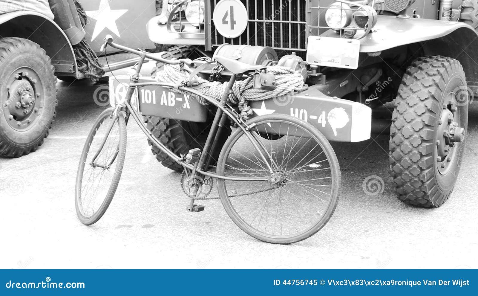 Bici Commemorativa Della Croce Rossa Di Seconda Guerra Mondiale
