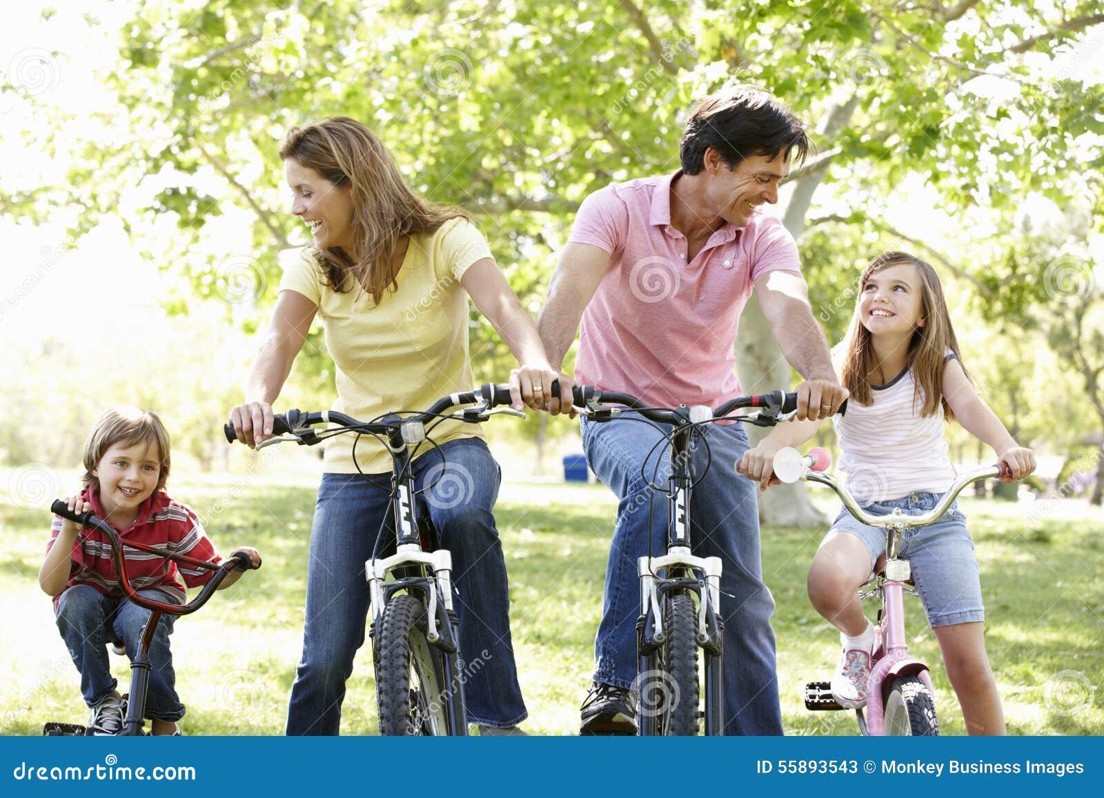 Bici di guida della famiglia