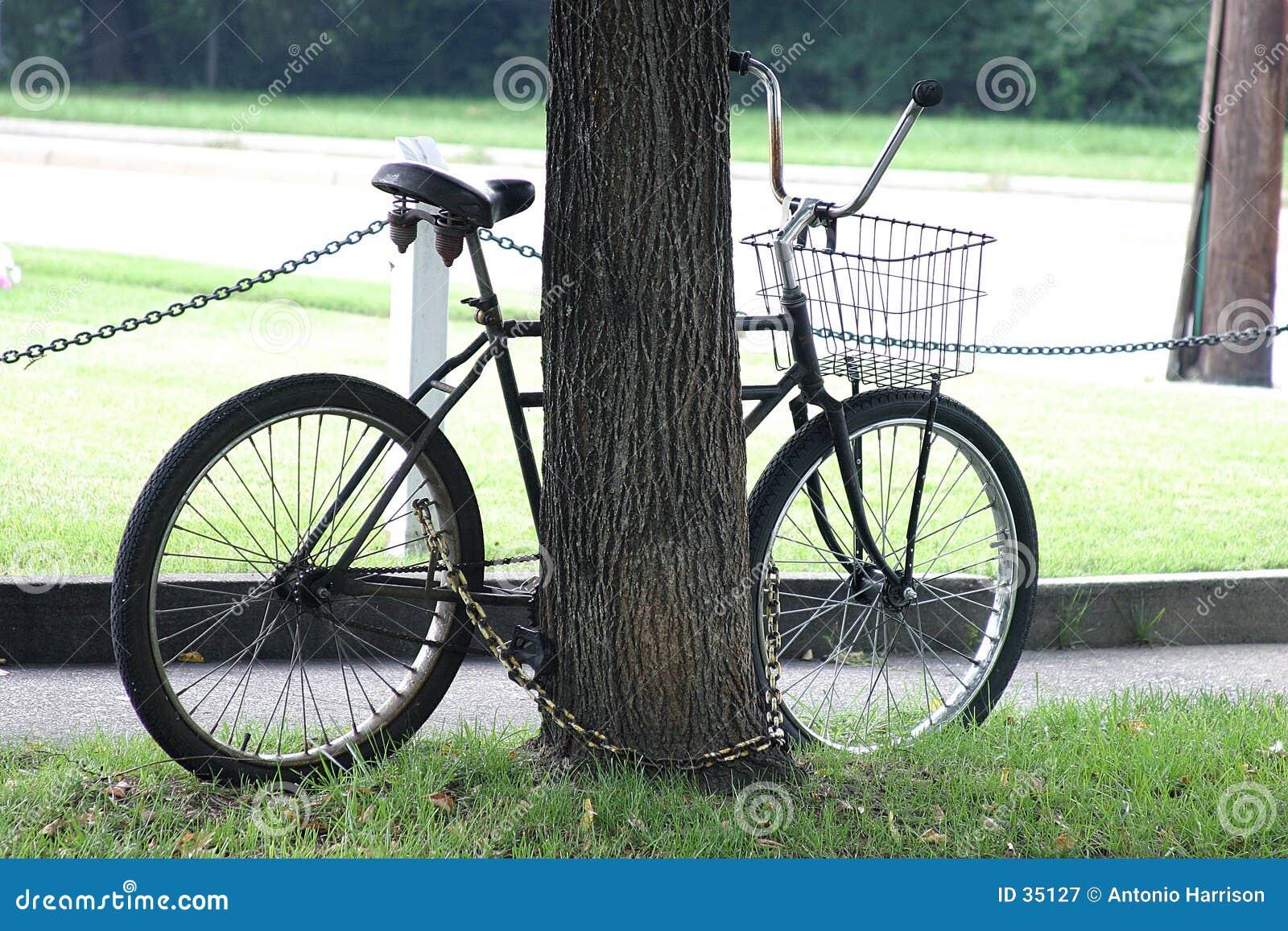 Bici encadenada