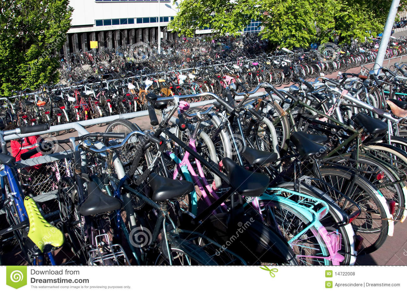 Bici parcheggiate a amsterdam fotografie stock libere da for Affitto bici amsterdam