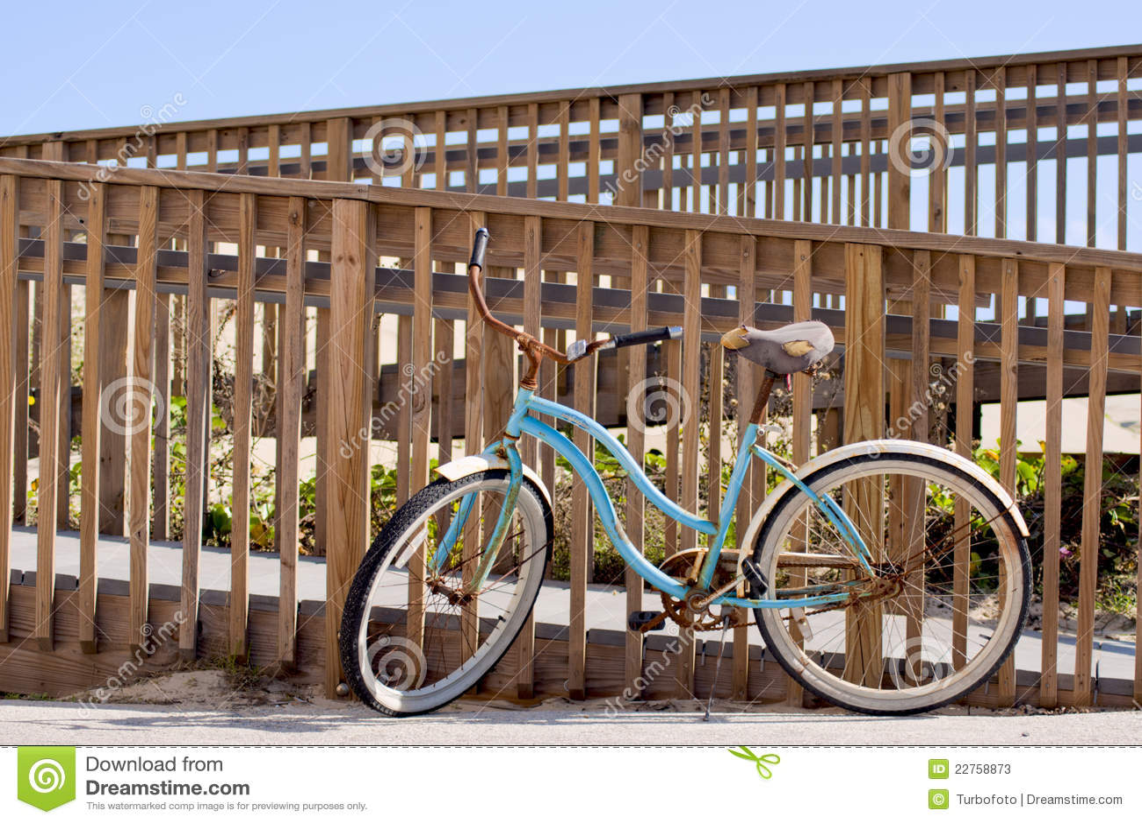 Bicicleta azul en la playa fotos de archivo imagen 22758873 - La bici azul ...