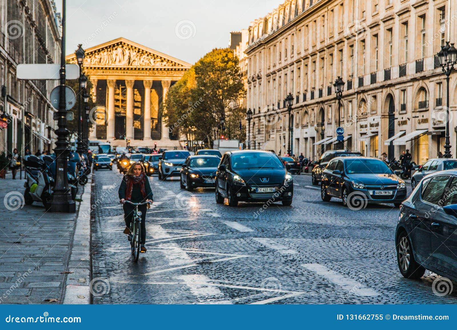 Bicicleta nas ruas de Paris