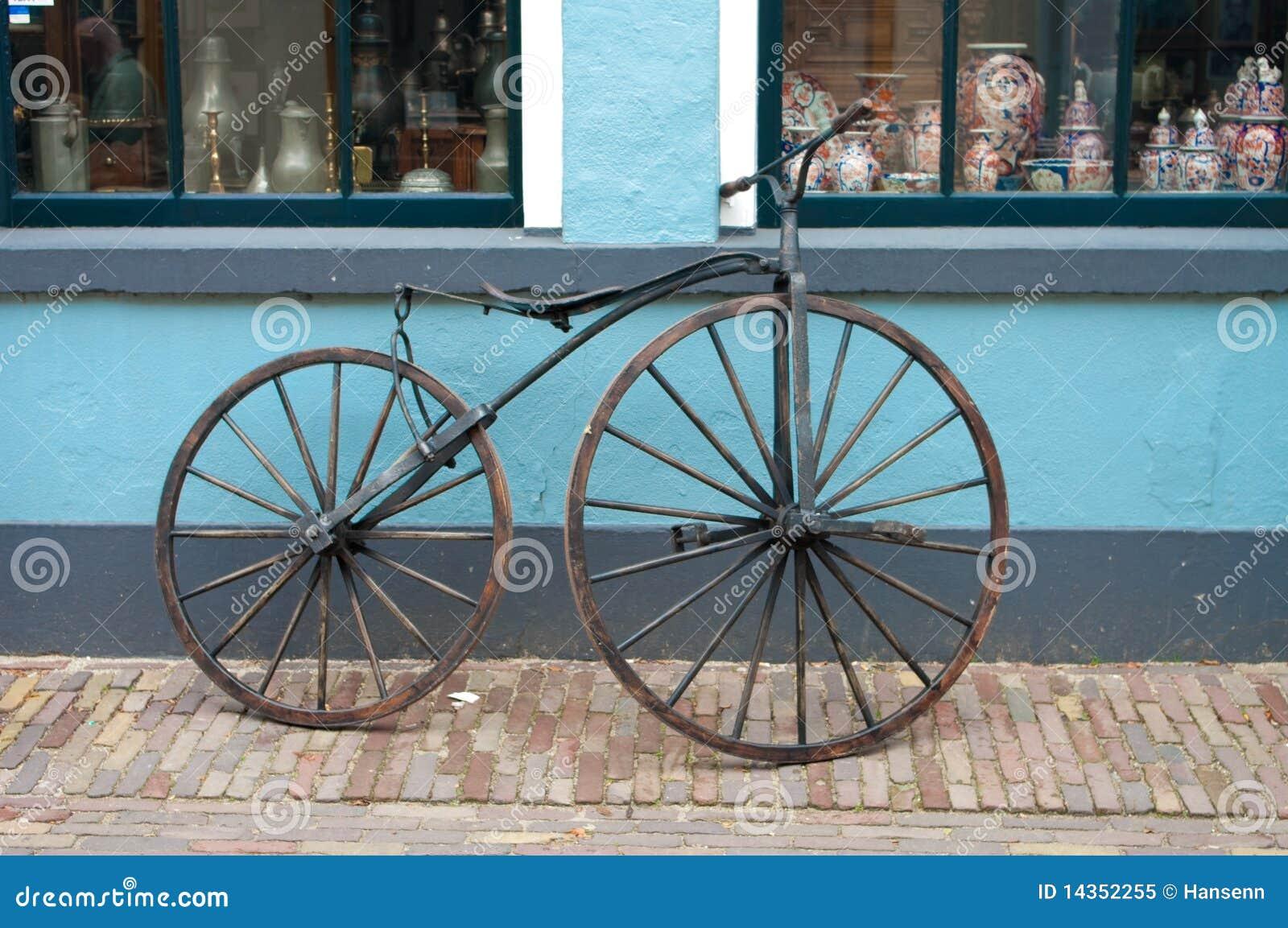 Bicicleta velha do 19o século
