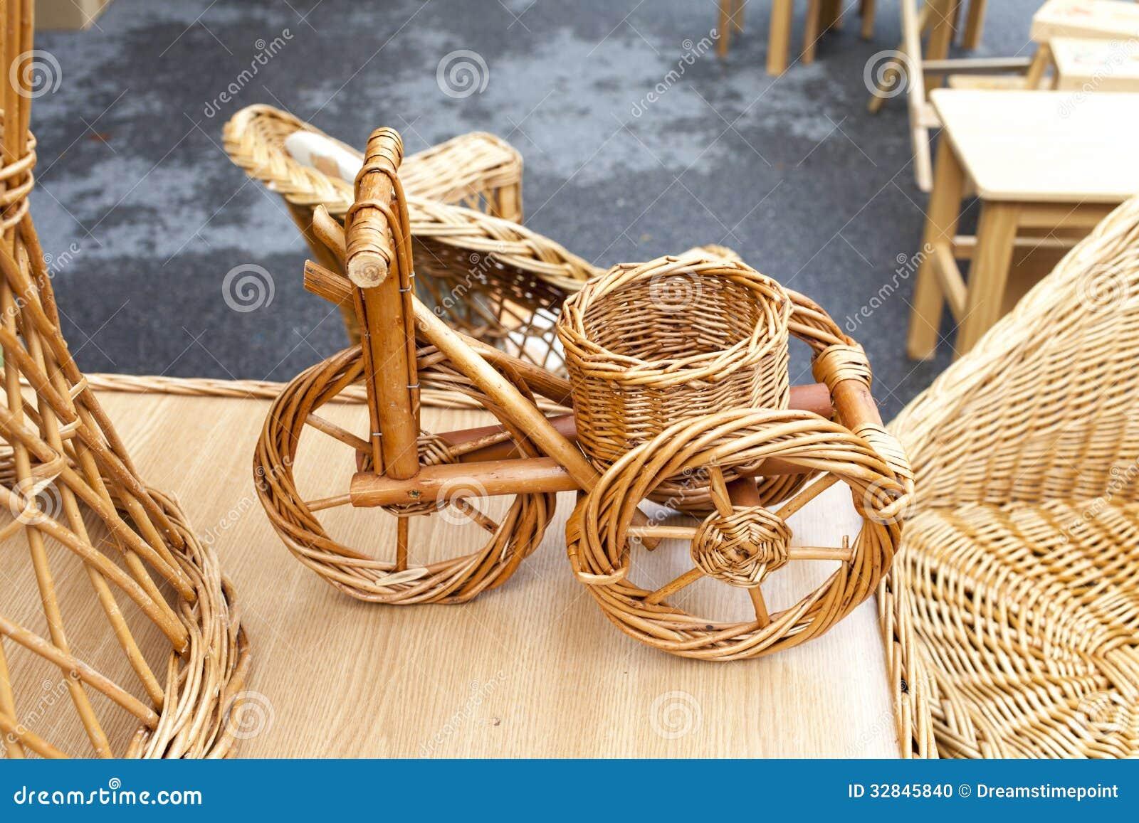 Bicicleta Y Muebles De Mimbre Foto De Archivo Imagen De Mont N  # Muebles Bicicleta