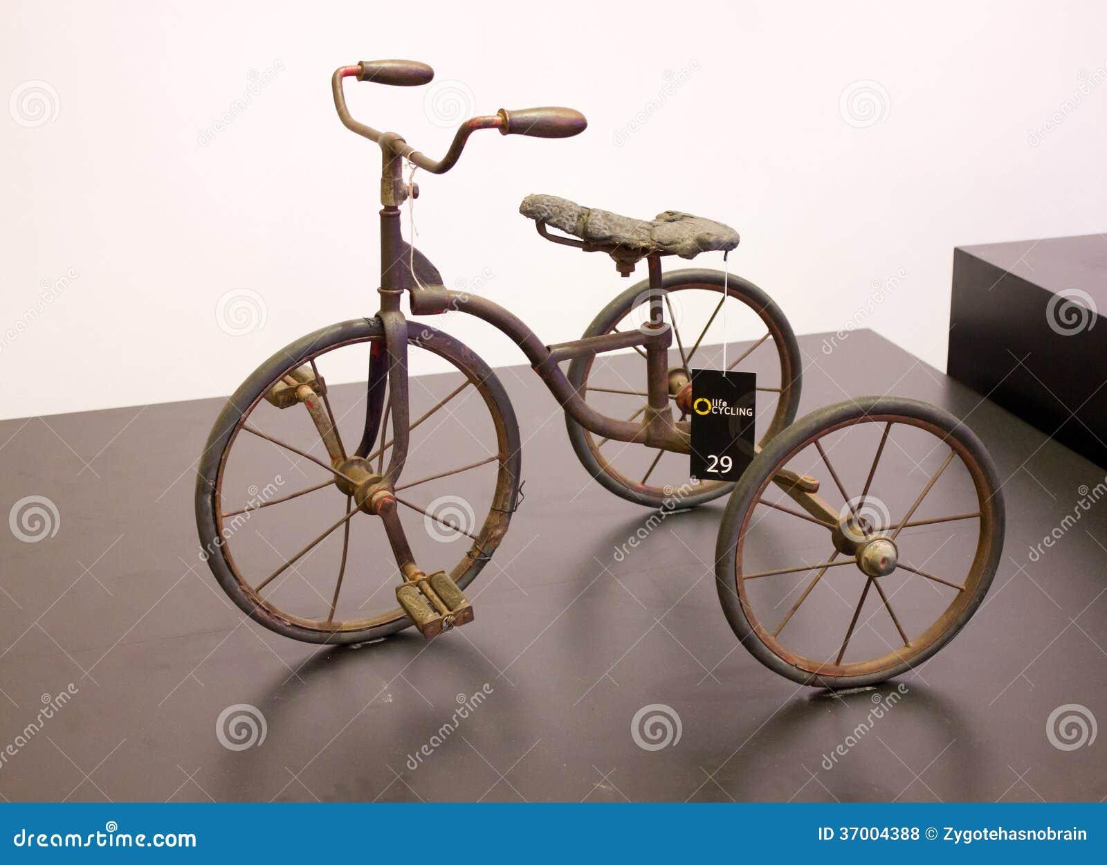 Bicicletta Antica Su Esposizione Fotografia Stock Editoriale