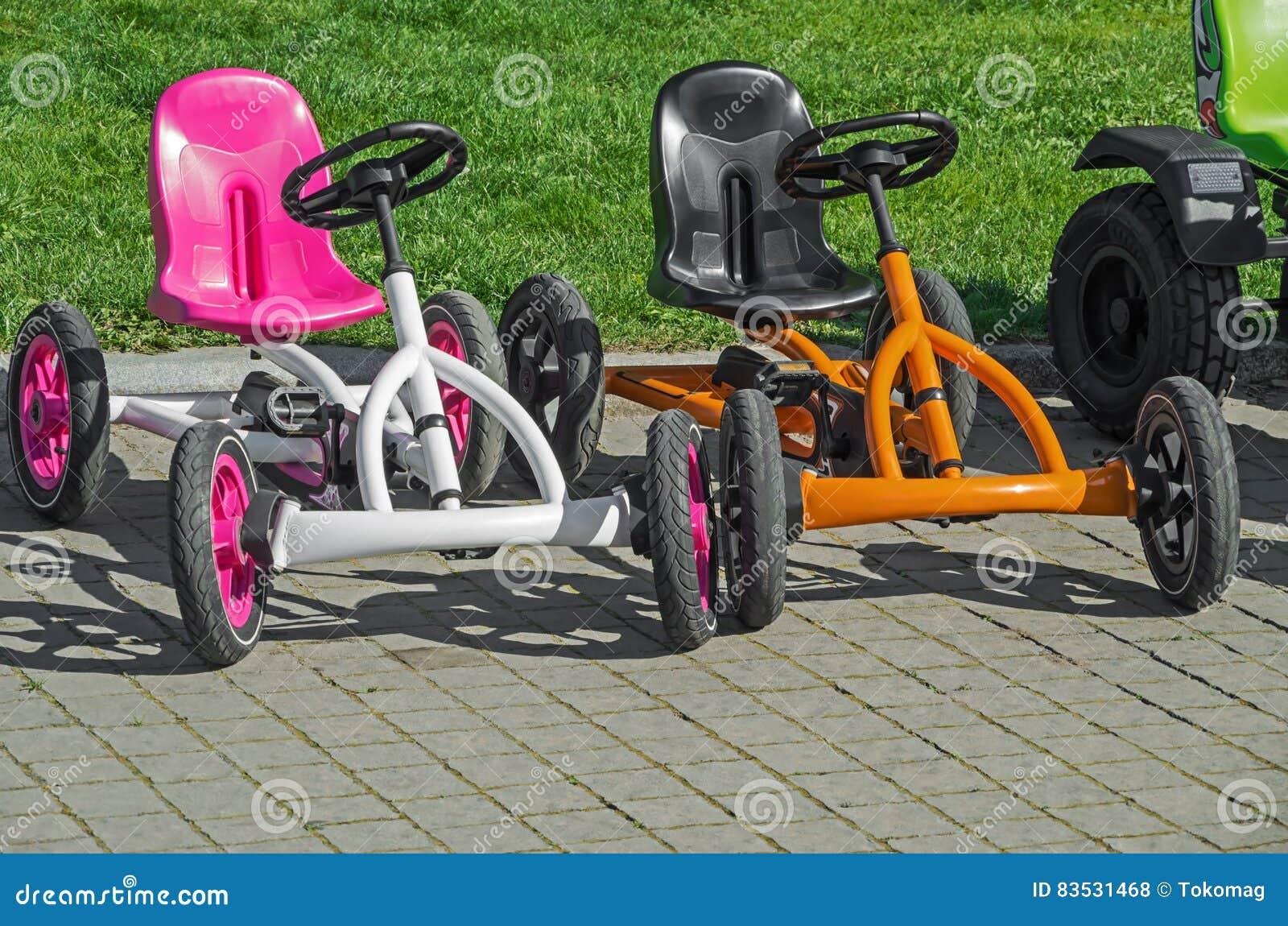 Bicicletta A Quattro Ruote Del S Dei Bambini Fotografia Stock