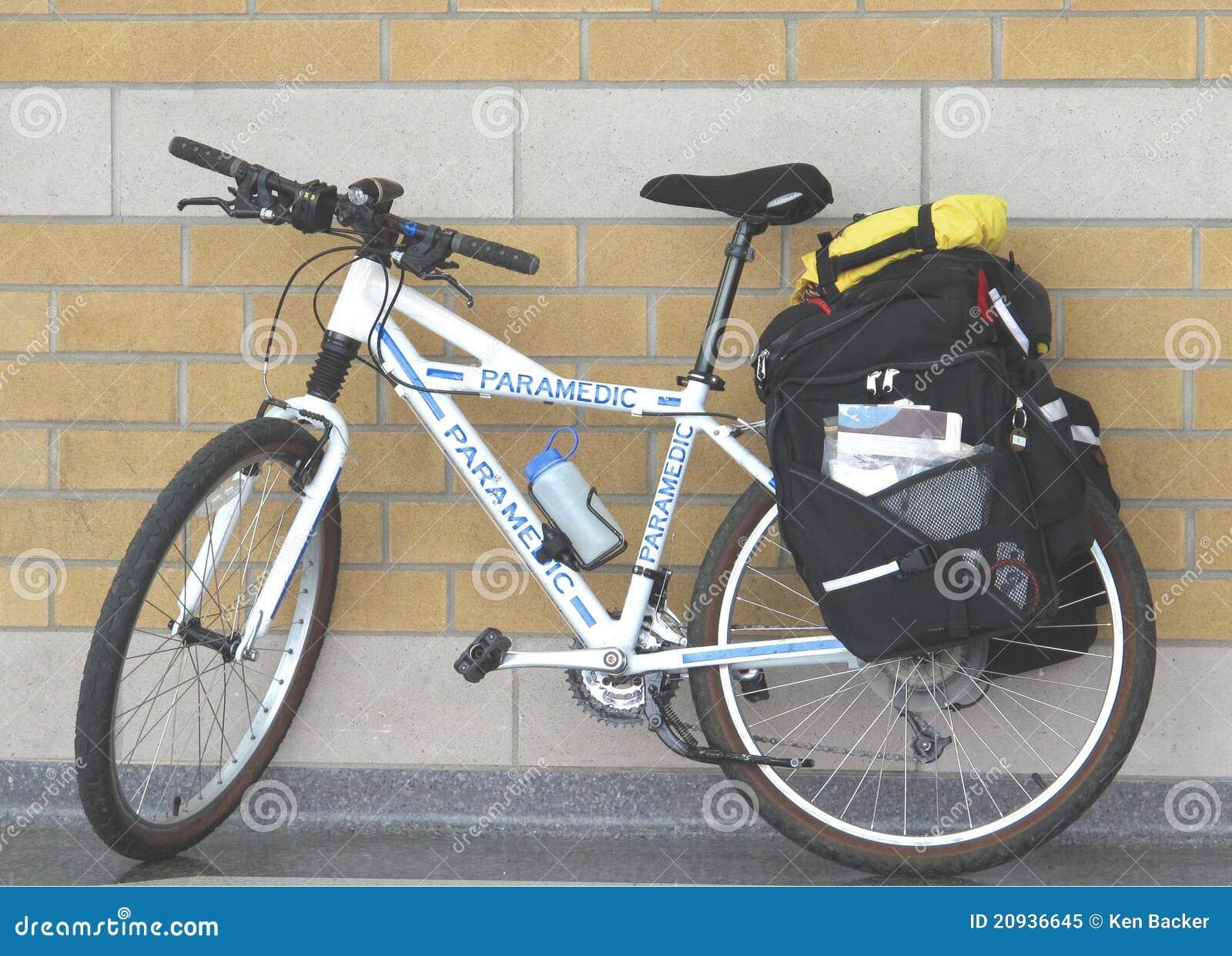 Bicicletta Usata Da Un Paramedico Immagine Stock Immagine Di First