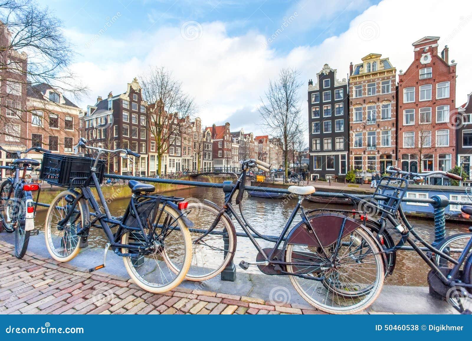 Biciclette sul ponte di Amsterdam