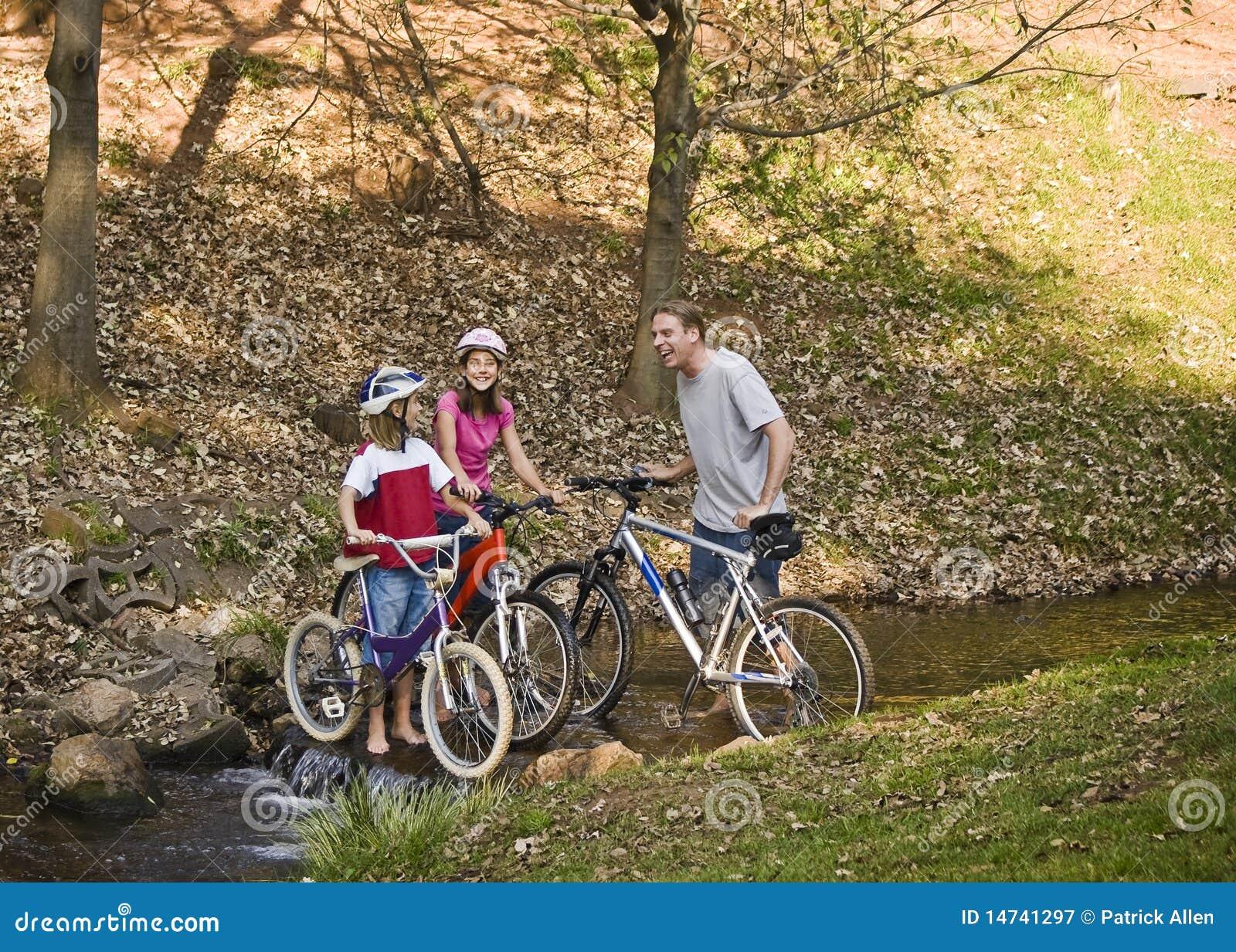 https://thumbs.dreamstime.com/z/bicycle-ride-park-14741297.jpg