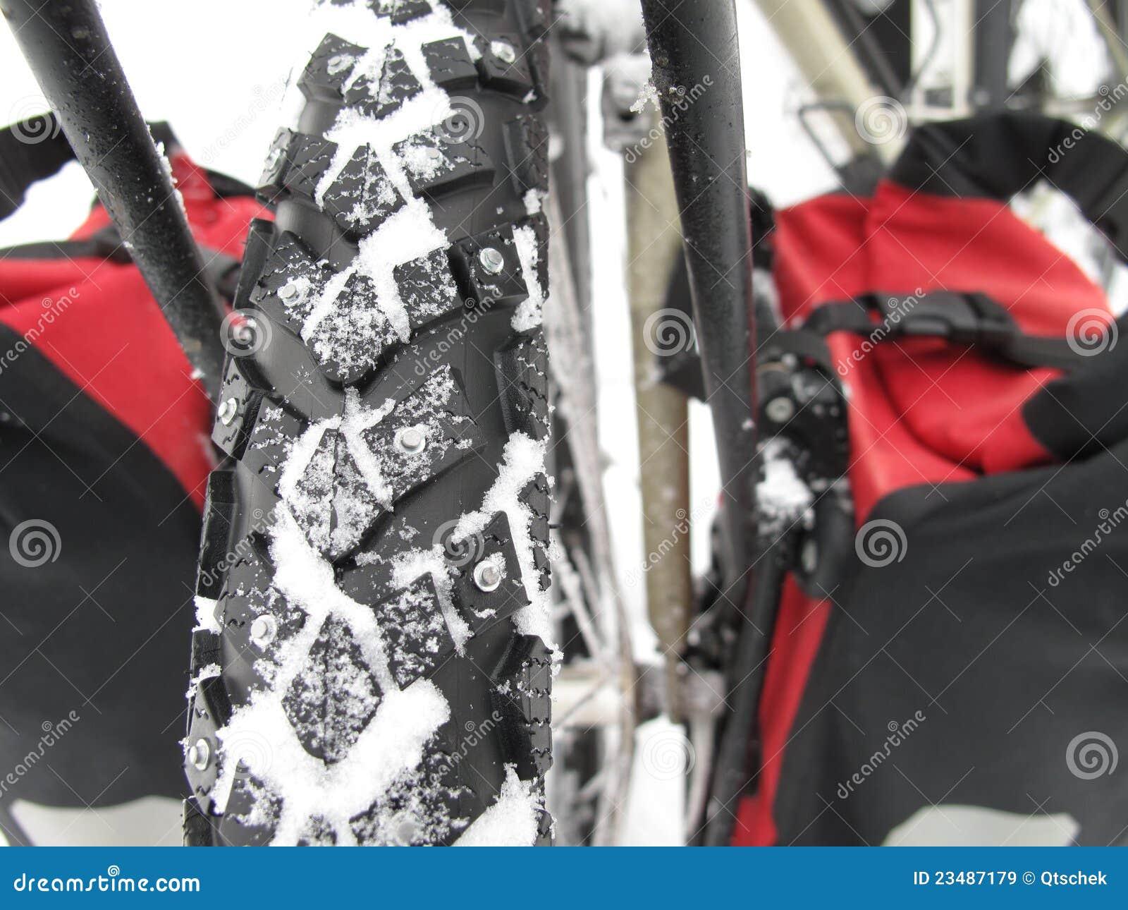 Bicycle snow tires