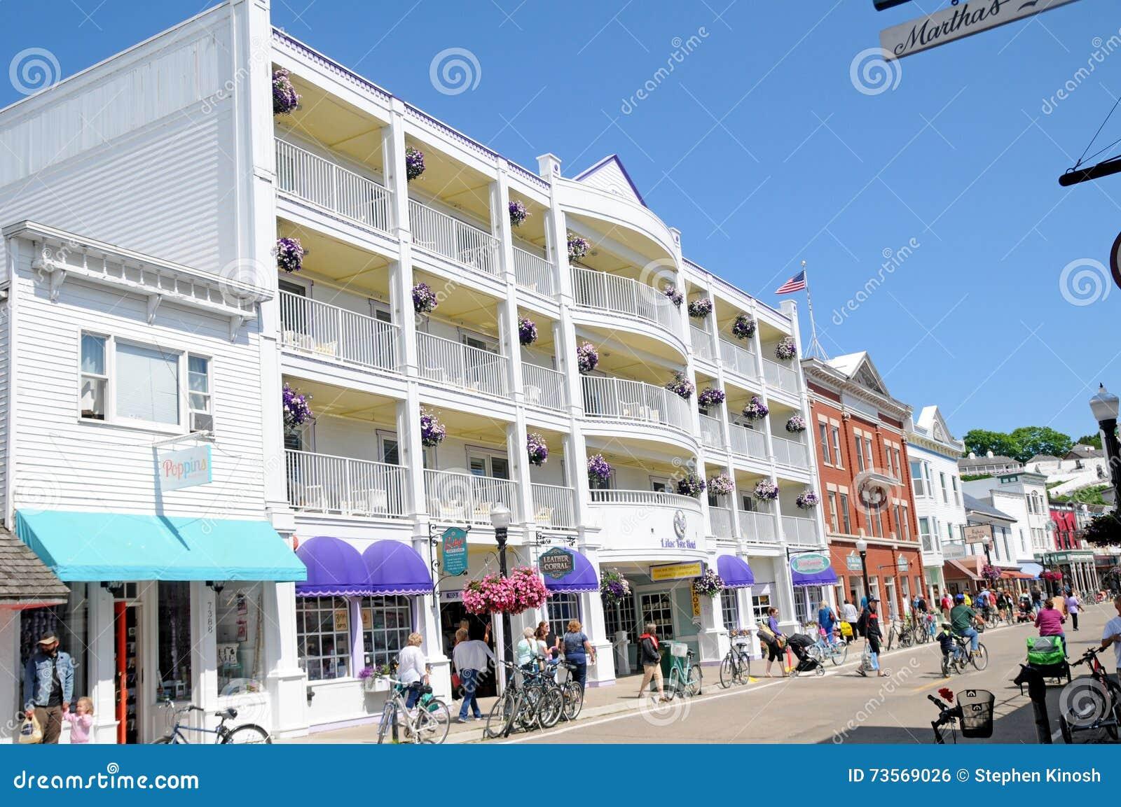 Mackinac Island | Mackinac Island Hotel Deals | Mission Point |Mackinac Island Bicycle Cafe