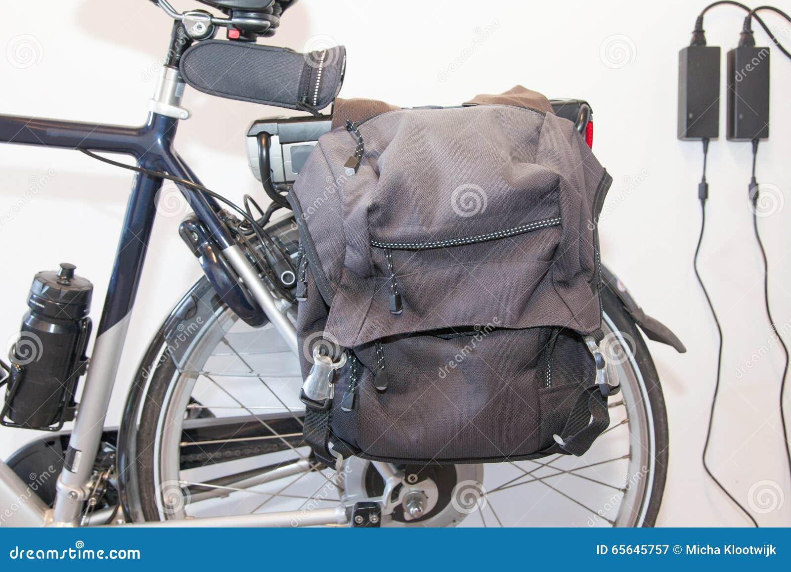 Bicyclette électrique au soleil