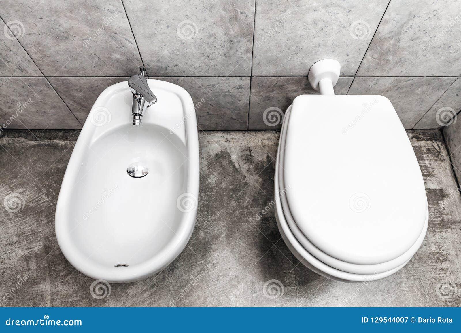 Bidé och toilette
