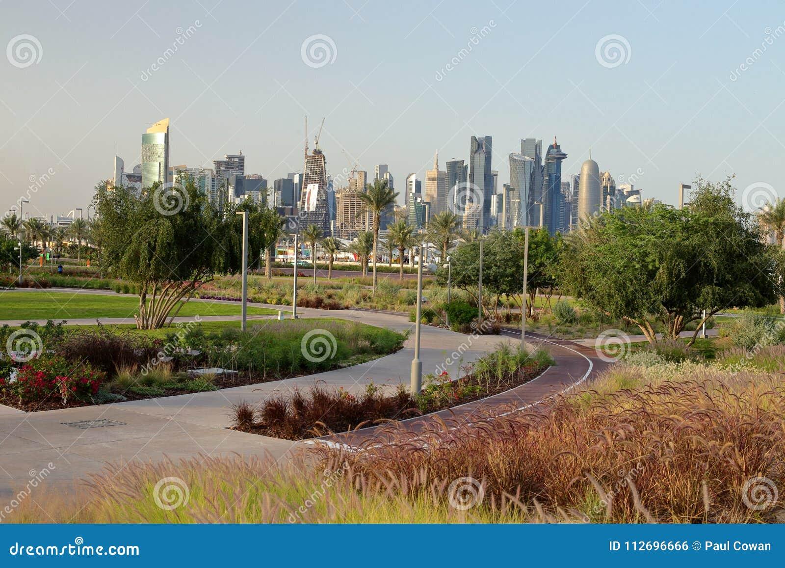 Bidda公园自行车赛车道和塔在卡塔尔