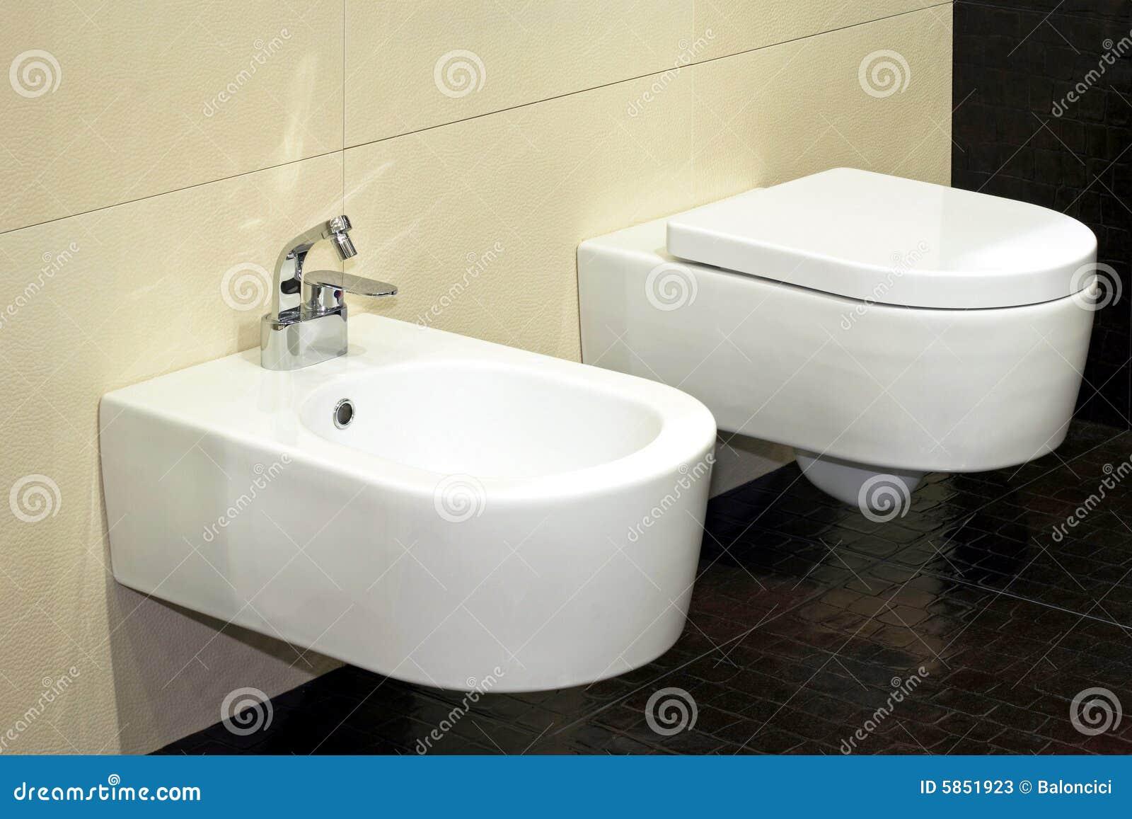Bidet e toalete