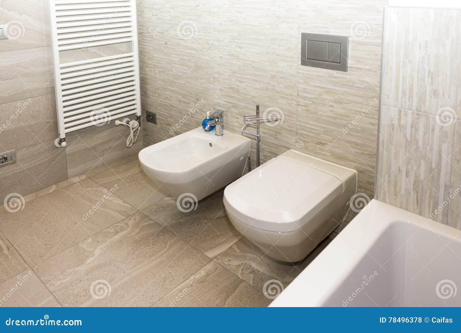 Bidet I Wc W łazience Zdjęcie Stock Obraz Złożonej Z Woda