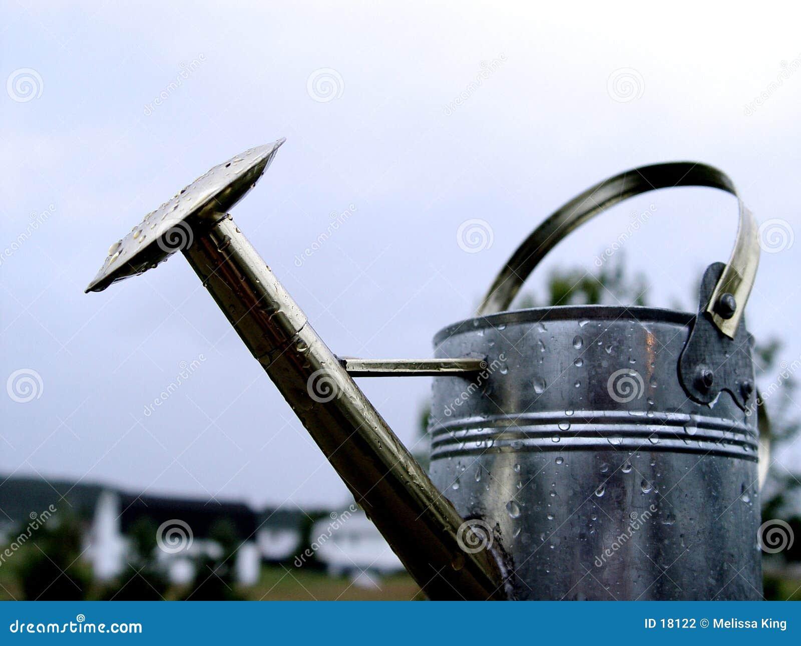 Bidon d arrosage en métal