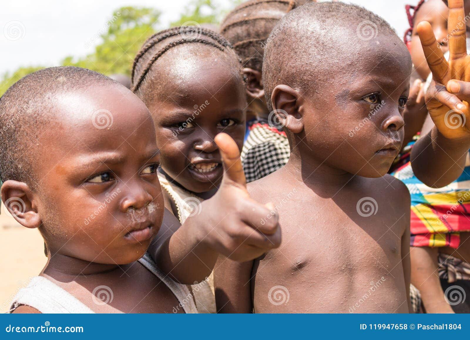 Biedni wiejscy afrykańscy dzieci 32