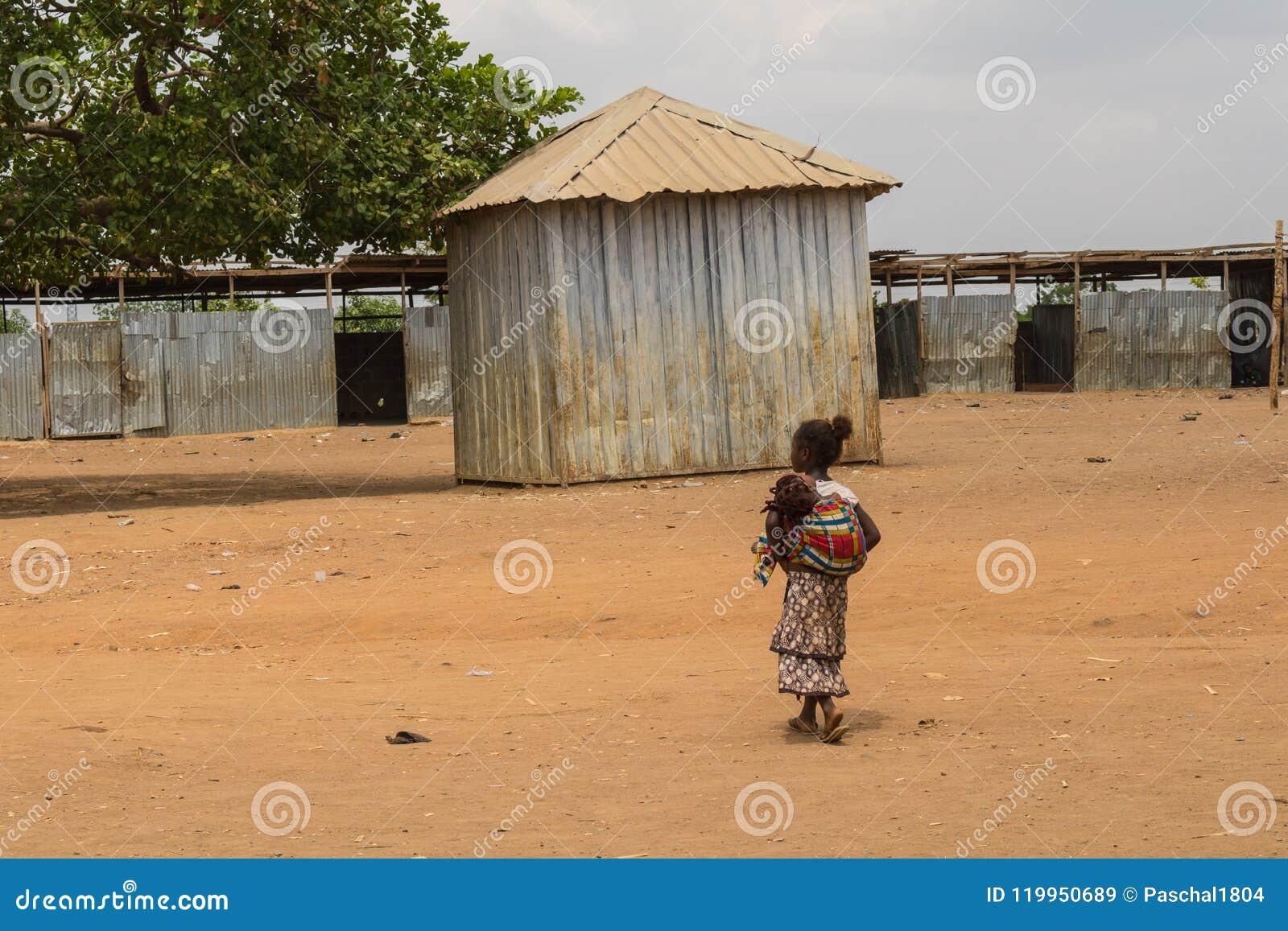 Biedni wiejscy afrykańscy dzieci 19