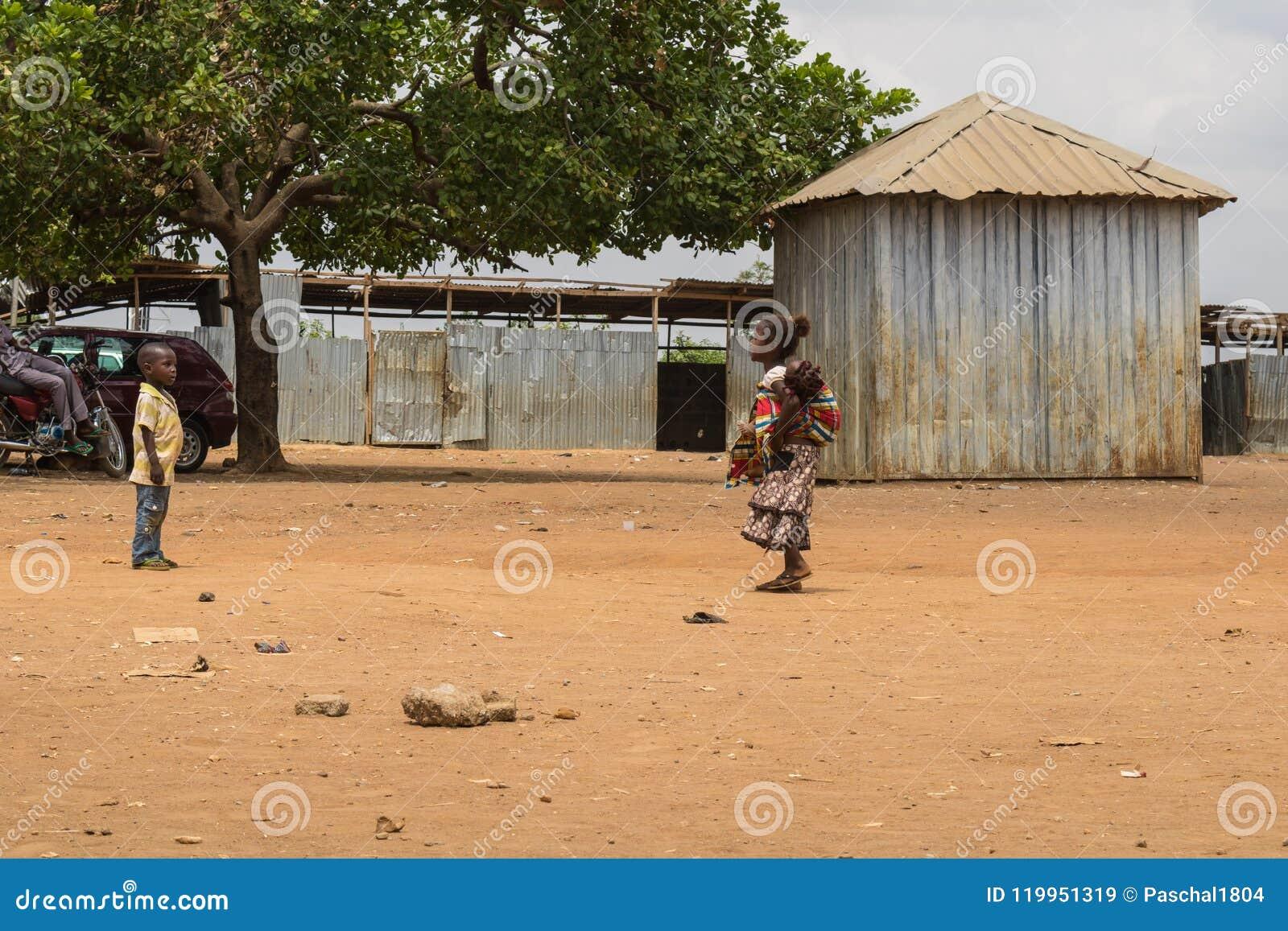 Biedni wiejscy afrykańscy dzieci 15