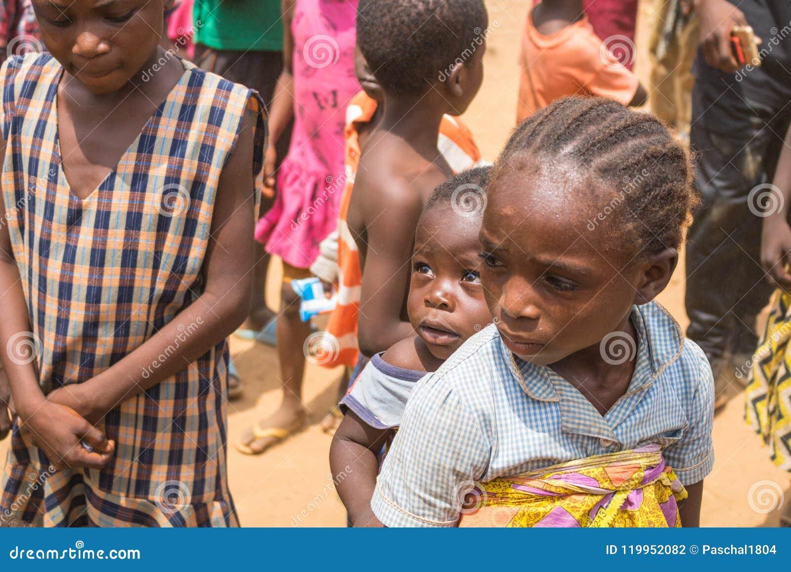 Biedni wiejscy afrykańscy dzieci 10