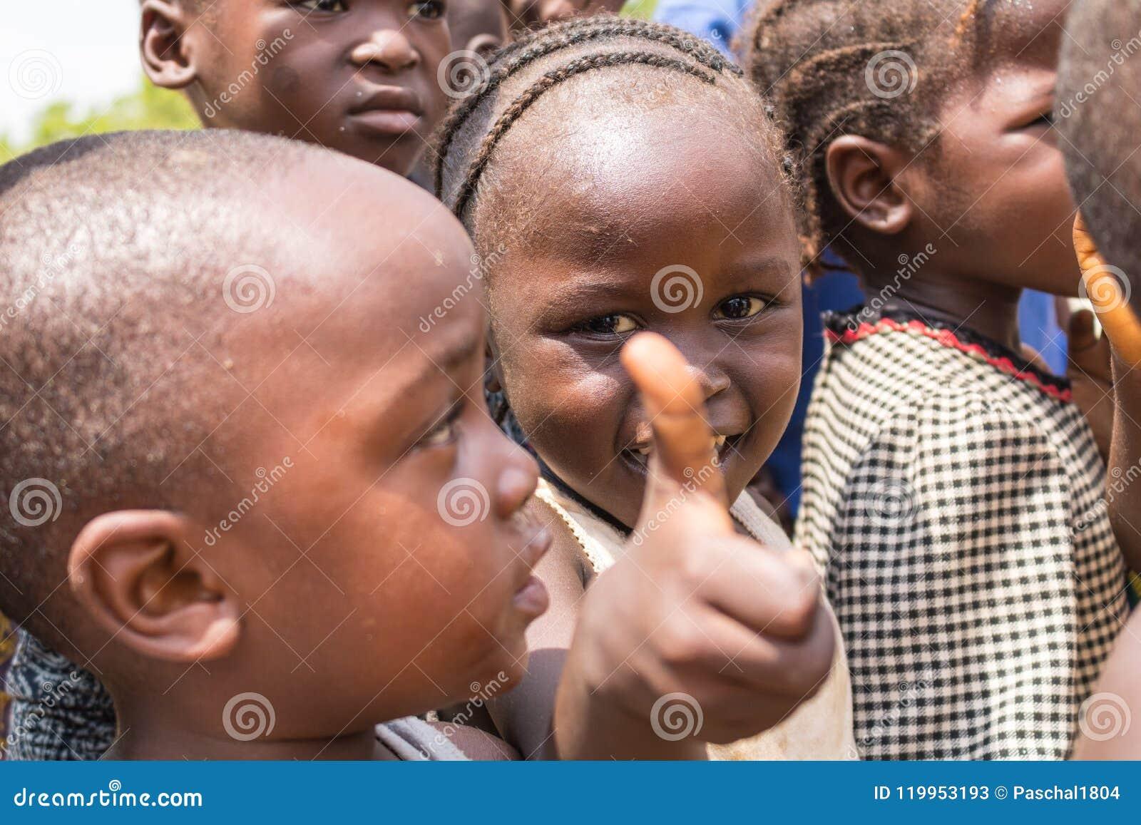 Biedni wiejscy afrykańscy dzieci 1