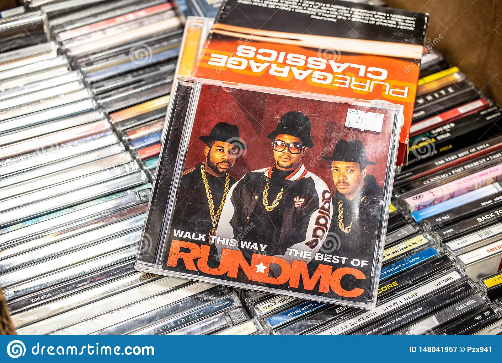 Biegający cd albumowy spacer ten sposób najlepszy pokaz dla sprzedaży na, sławna Amerykańska hip hop grupa