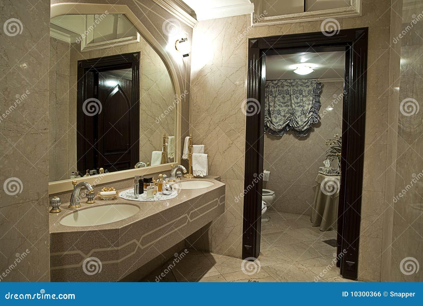 Biege Della Stanza Da Bagno Moderno Fotografia Stock - Immagine: 10300366