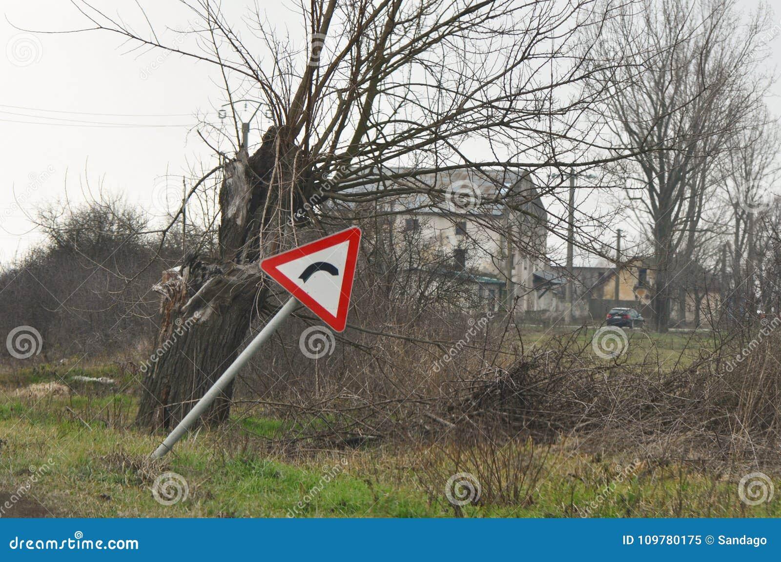 Biegung voran rechts Gefahrenverkehrsschilder