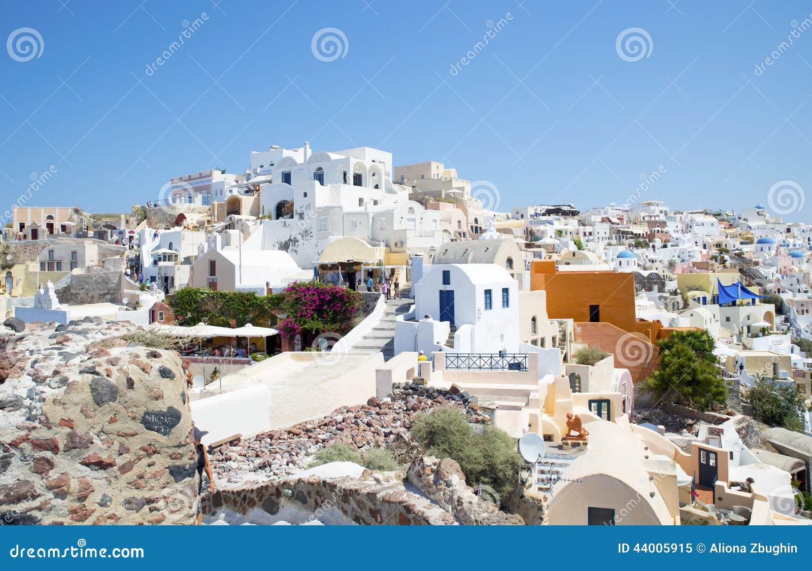 Biel myjący domy przy Oia