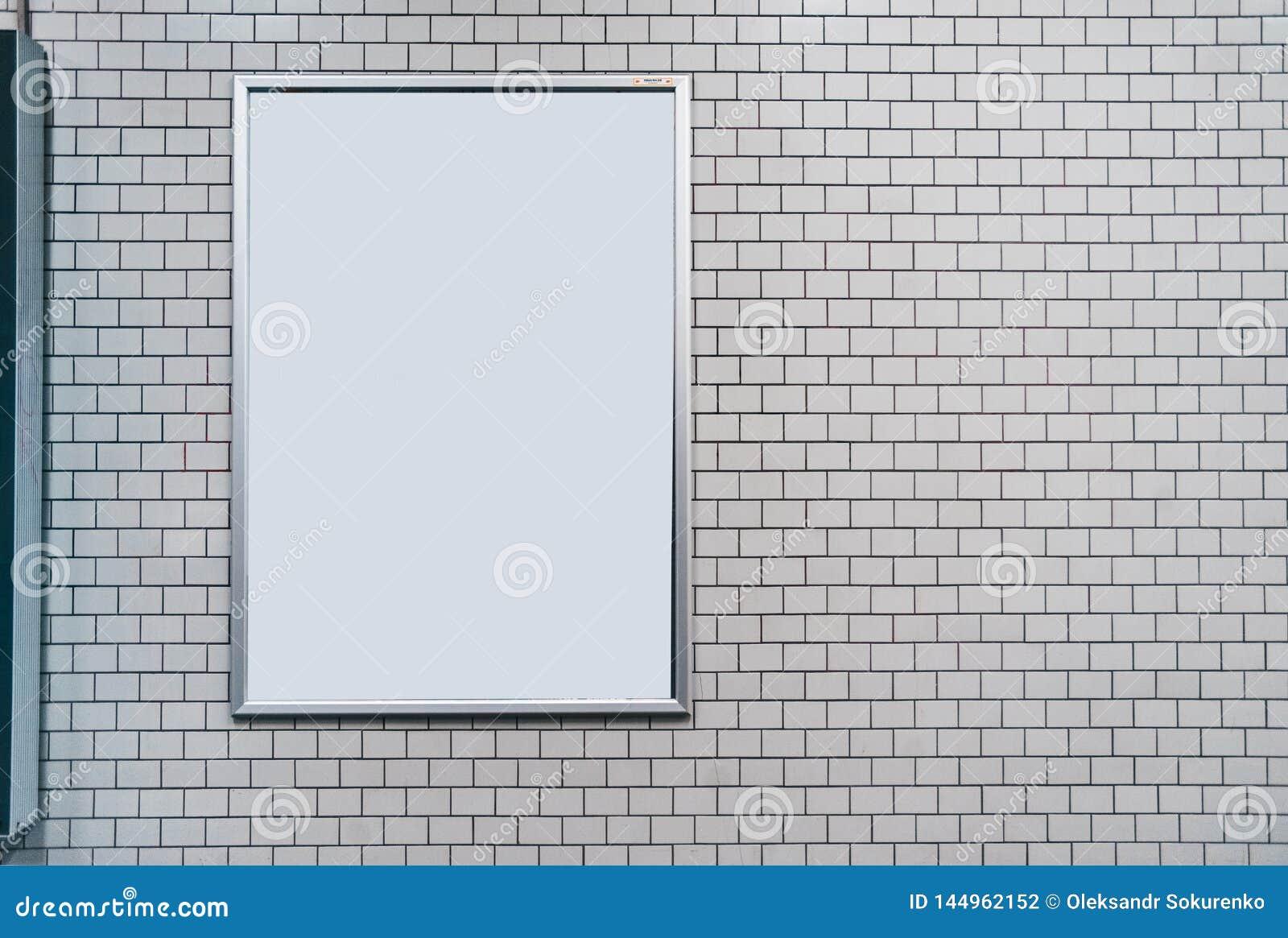 Biel płytki ściana z puste miejsce deską Egzamin pr?bny up z copyspace