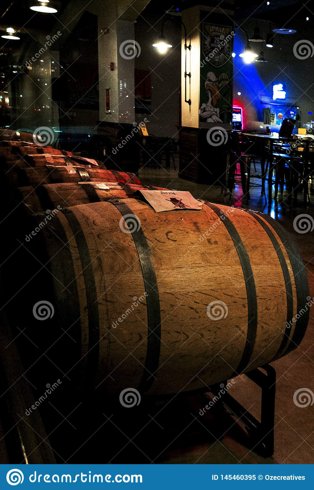 Bier-Brauerei-Holz rast in Folge gestapelt