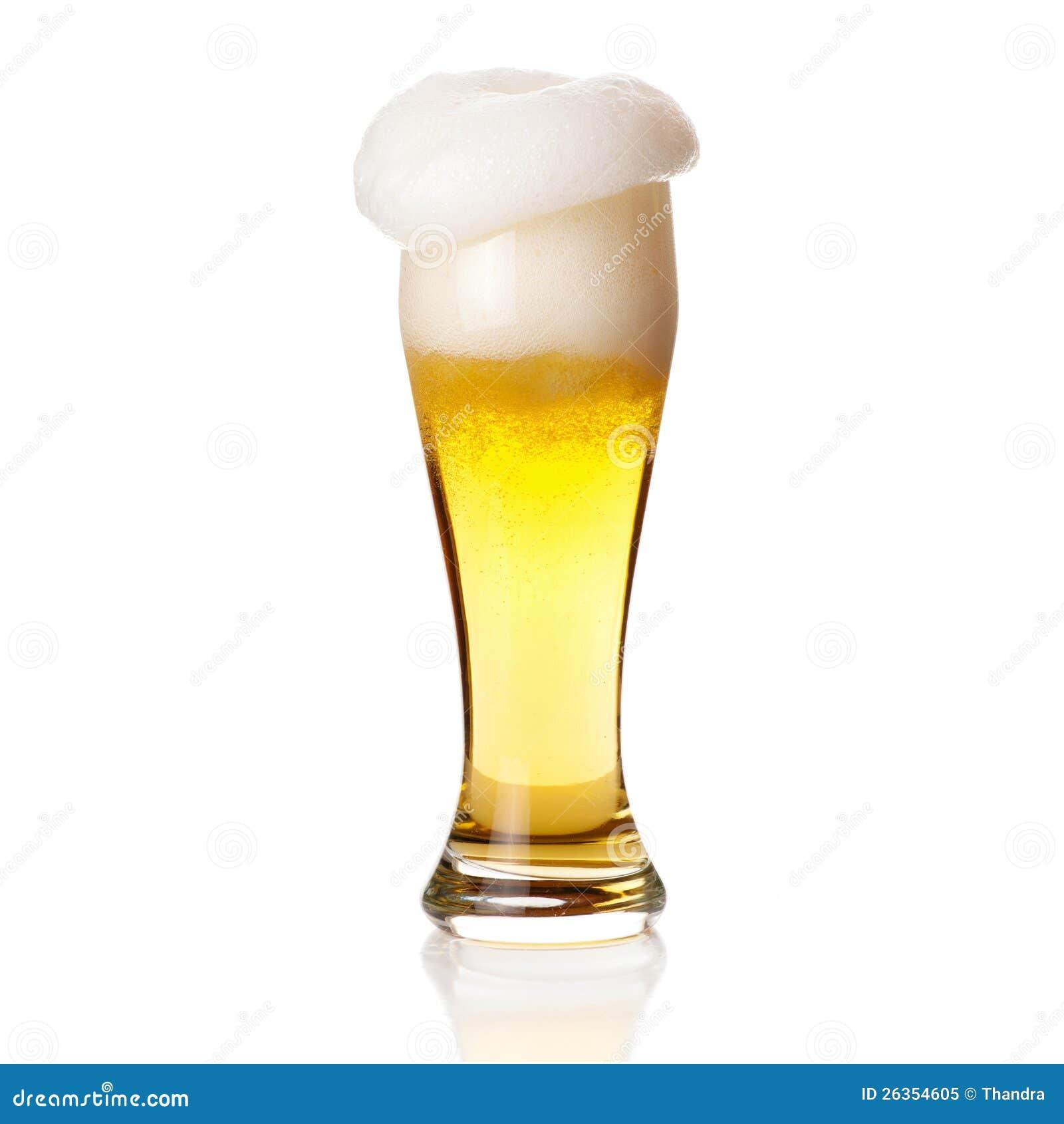 Bier mit Schaumgummi in das Glas getrennt auf Weiß