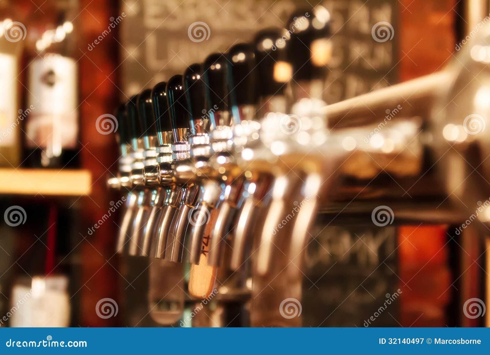 Bier-Pumpe stockbild. Bild von hahn, messing, getränk - 32140497