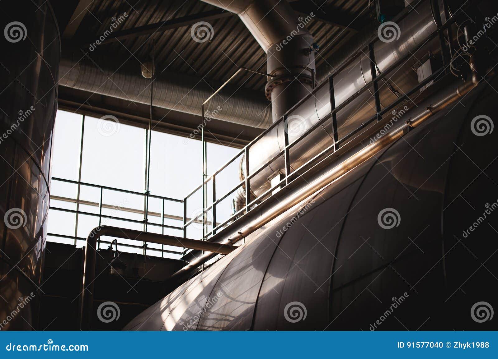 Bierfertigungslinie Ausrüstung für das inszenierte Produktionsabfüllen von fertigen Nahrungsmitteln Metallbauten, Rohre und Behäl