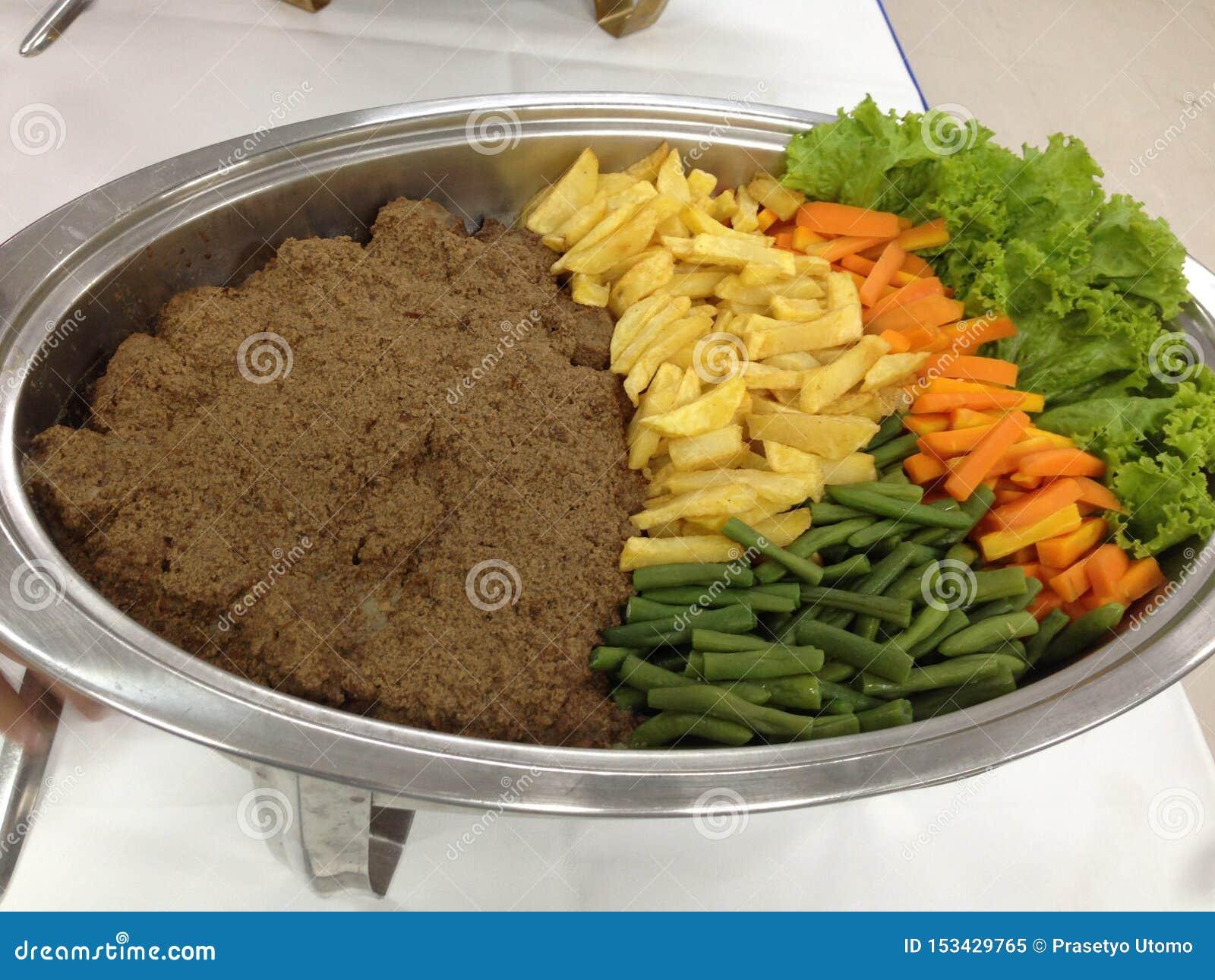 Bife de carne com vegetais