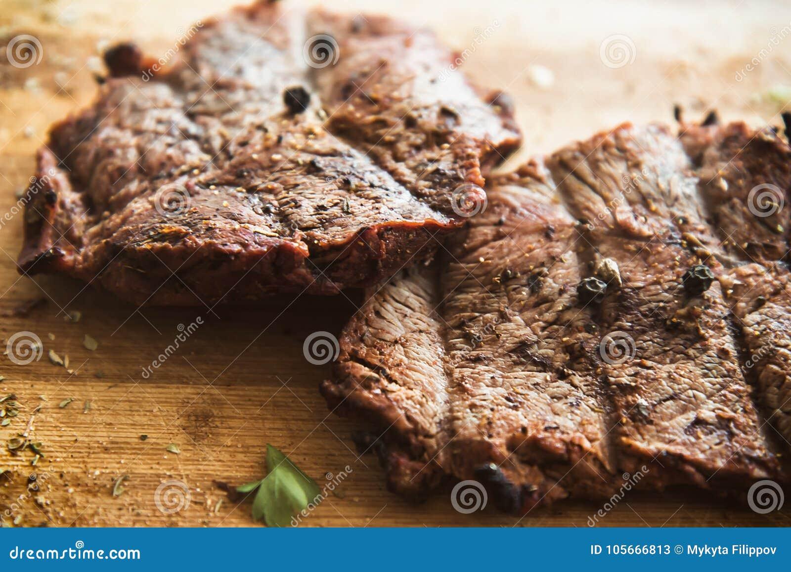 Bife fritado grelhado na placa
