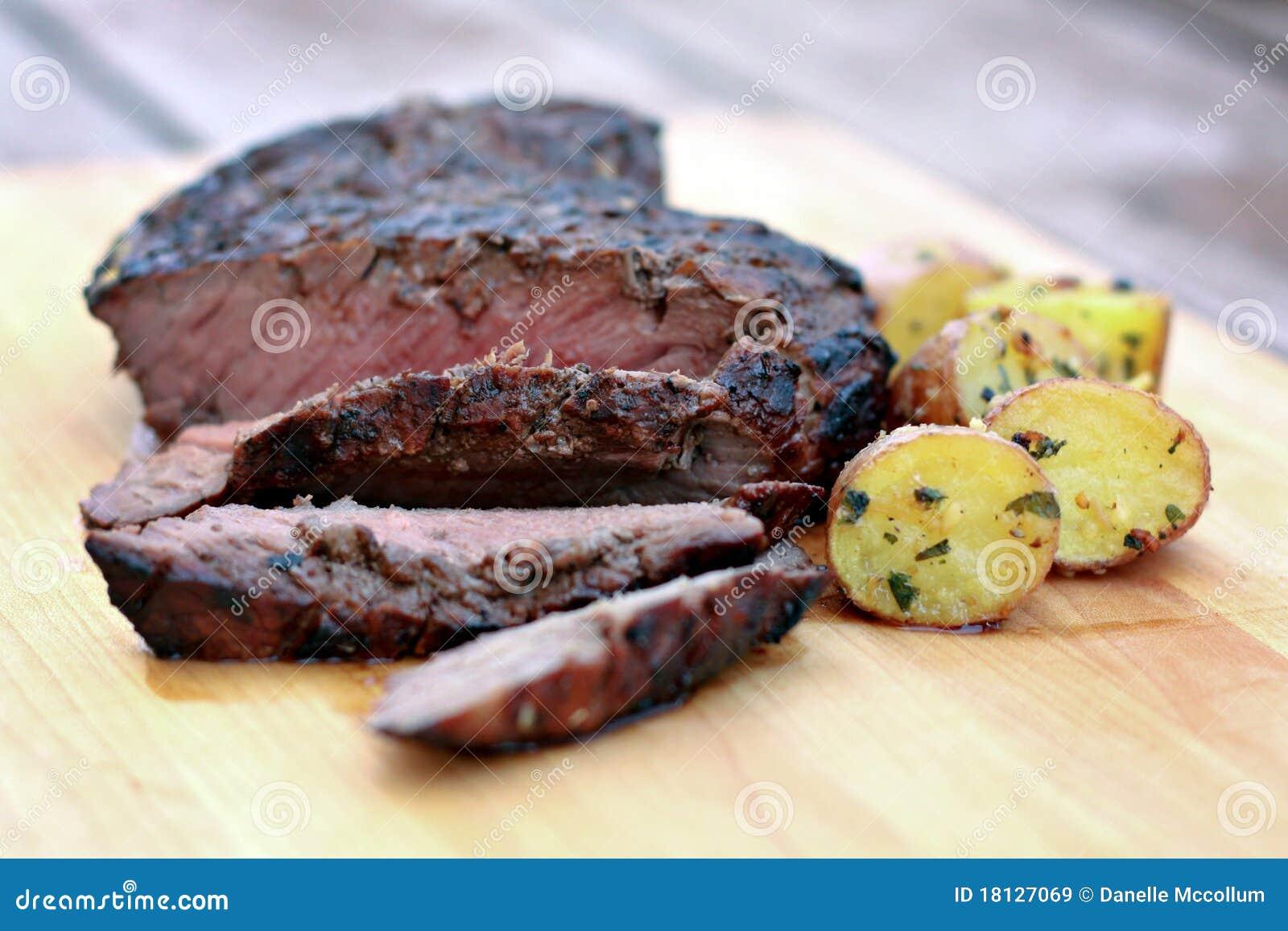 Bife grelhado do flanco