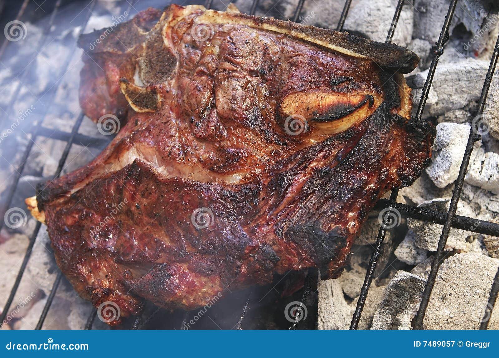 Bife maduro no BBQ