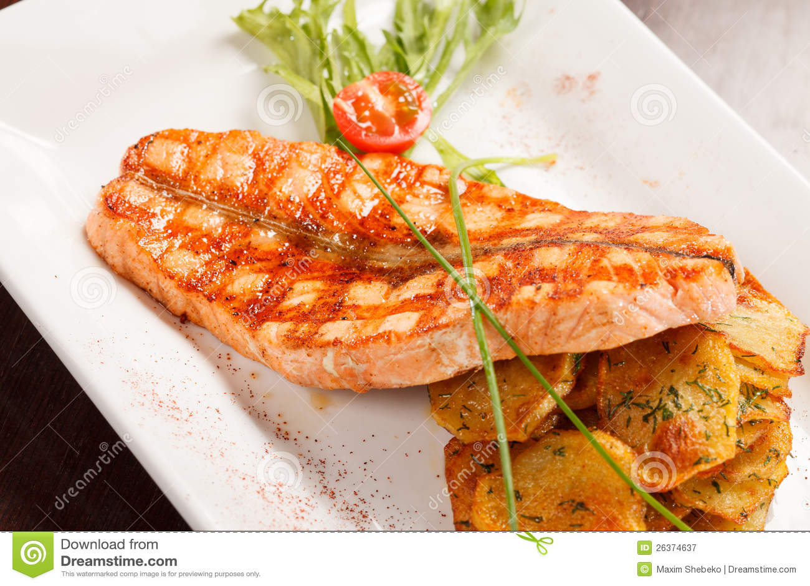 Bife Salmon com batatas